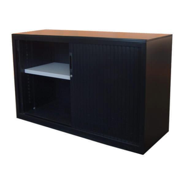Zwarte lage roldeurkast met beuken topblad Officetopper.com tweedehands kantoorkasten