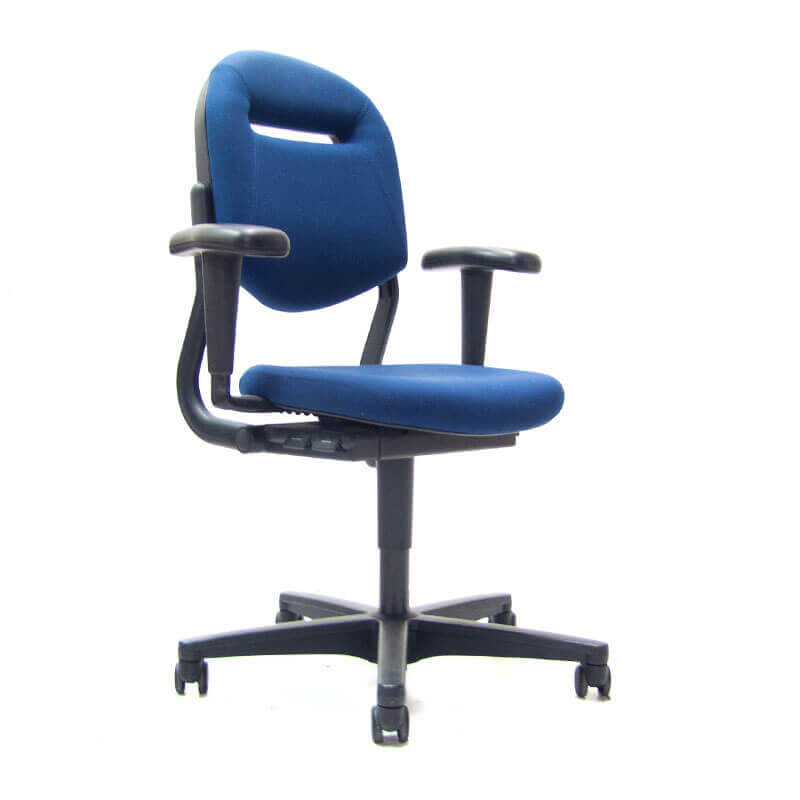 Gebruikte 220 bureaustoel van Ahrend met blauwe stoffering