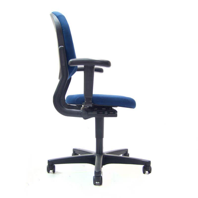 Blauw gestoffeerde ahrend 220 bureaustoel tweedehands