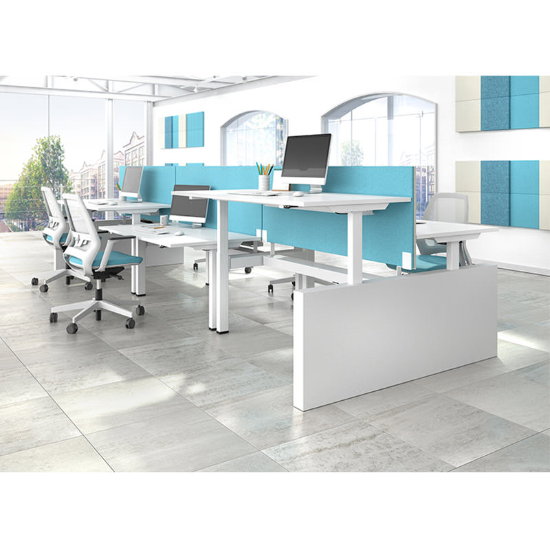Benchbureau tot sta hoogte instelbaar met akoestische scheidingswand Officetopper