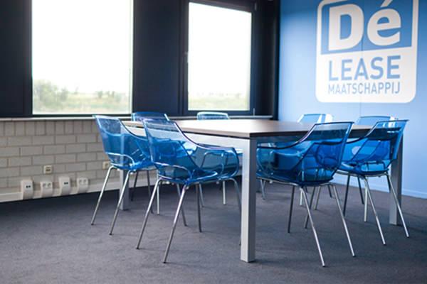 Sfeerfoto Papatya Opal vergaderstoel designstoel kantinestoel Officetopper kantoormeubelen