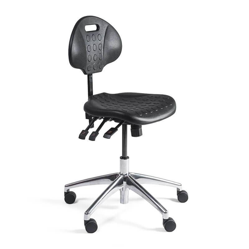 Verrijdbare-werkstoel-met-zwarte-zitting-en-gepolijst-aluminium-onderstel-Officetopper